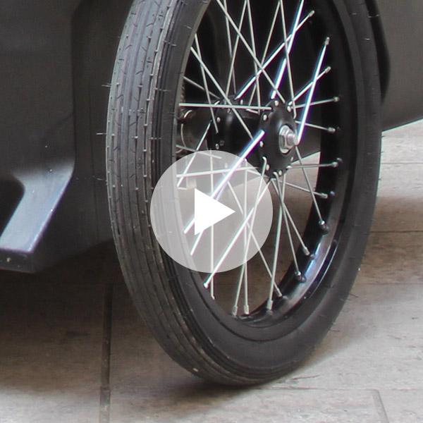 Changer la chambre à air sur la roue avant d'un triporteur électrique Yokler