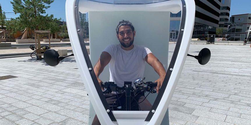 Livraison en cargobike. Triporteur professionnel de messagerie pour la livraison du dernier km